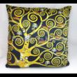 H.C.021-1611 Párna fekete Klimt: Csók, 45x45x11 cm