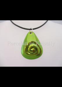 10658/2 Háromszög csigás medál zöld eosin, 3,5x2,7 cm