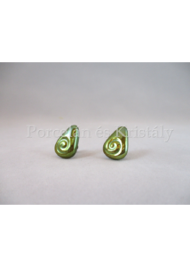 10658/1 Háromszög csigás fülbevaló zöld eosin, 1,3x0,8 cm